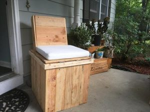 Recycled pallet storage chair