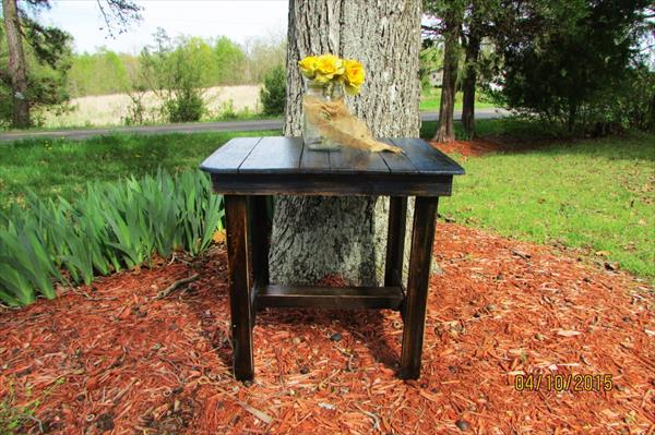 upcycled pallet side table and patio table