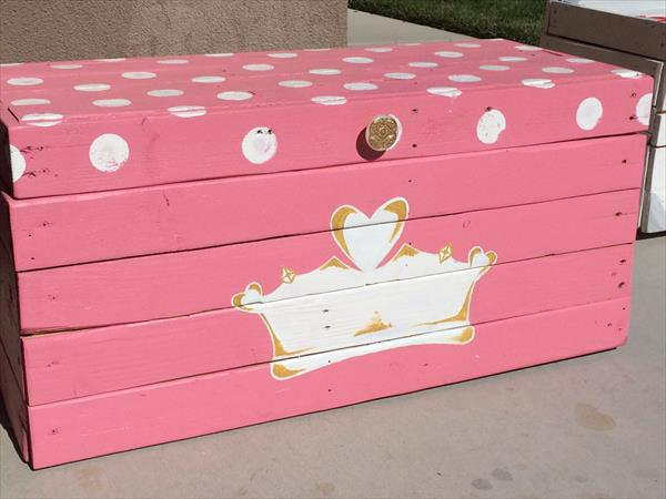 Rebuilt pallet toy box