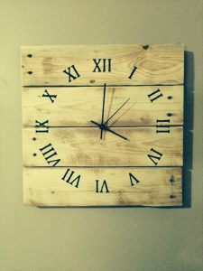 10 DIY Wooden Pallet Clock Ideas