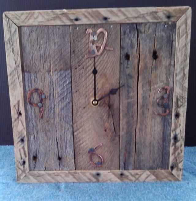 Wooden Pallet Wall Clock Design