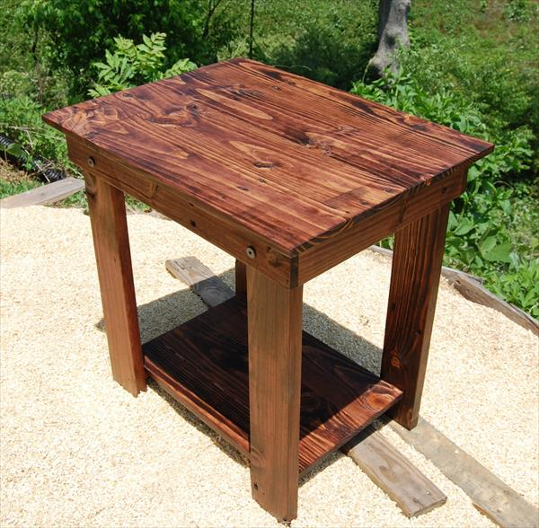 Pallet side table and nightstand pallet furniture plans for Pallet end table