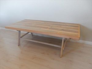 DIY Pallet Coffee Table with Gloss Finish