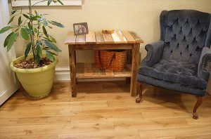 Pallet end table for living