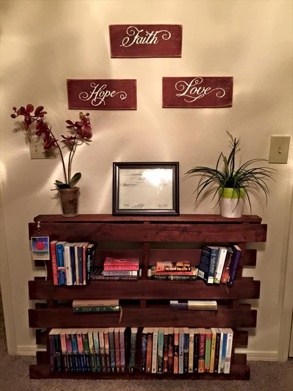 upcycled wooden pallet bookshelf