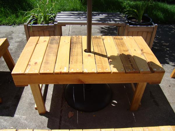 Natural looking pallet rectangular coffee table