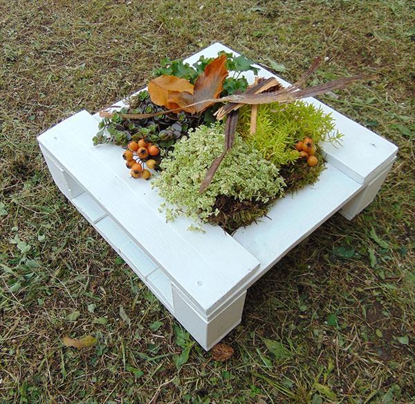 repurposed pallet garden vase or planter