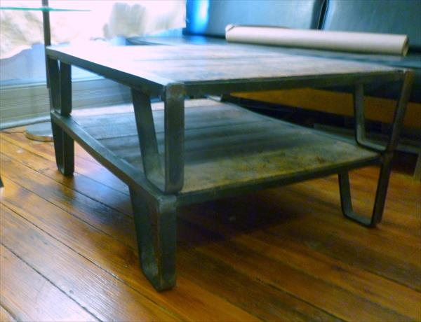 pallet antique coffee table with metal frame