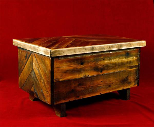handmade wooden pallet keepsake box or toy chest