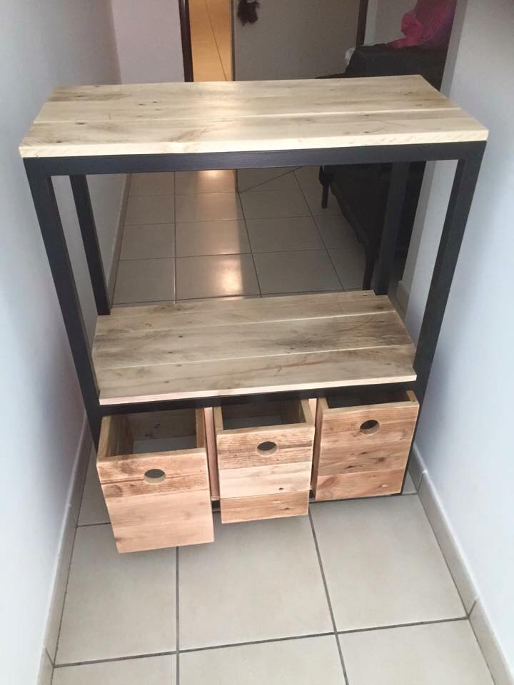 upcycled wooden pallet hallway table with 3 drawers