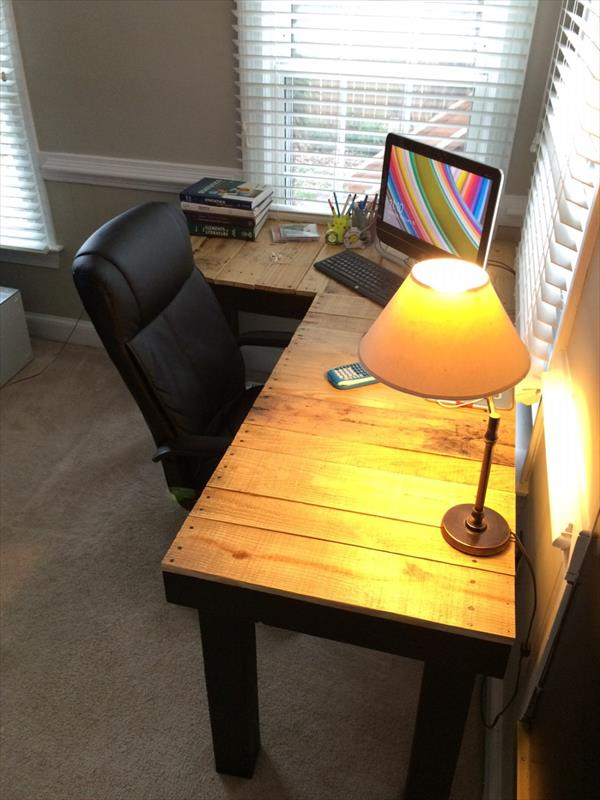 handmade wooden pallet L-shape computer desk