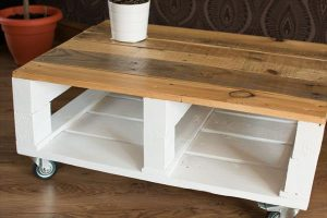Shabby Chic Pallet Coffee Table with Wheels