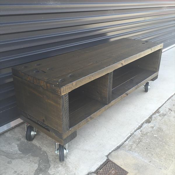 wooden pallet coffee table with wheels