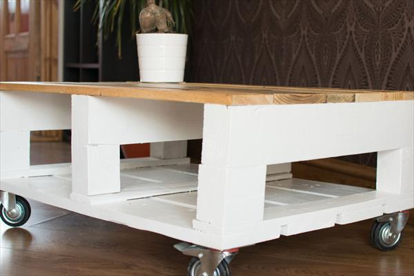 low cost pallet shabby chic coffee table with wheels
