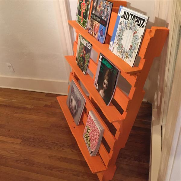 no-cost wooden pallet bookshelf