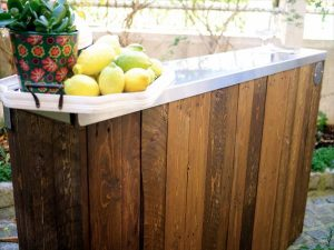 low-cost wooden pallet and metal bar