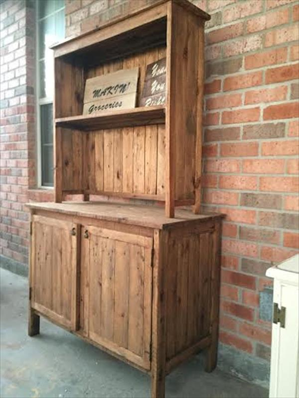 Wooden kitchen pallet hutch pallet furniture plans for Wood hutch plans