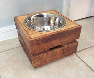 low-cost wooden pallet dog bowl