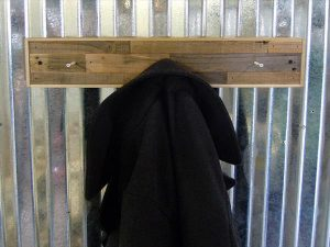 low-cost wooden pallet coat rack