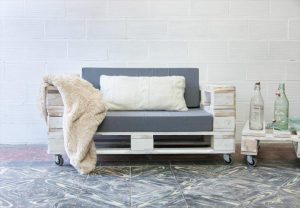 DIY Pallet Cushioned Sofa Seat