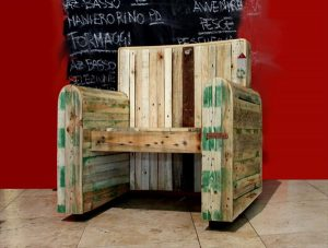 recycled pallet king arm chair