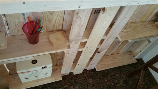 low-cost wooden pallet bar with built in storage options