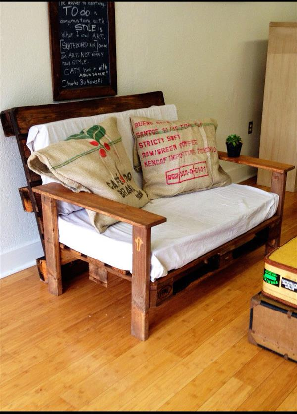 DIY Wood Pallet Couch
