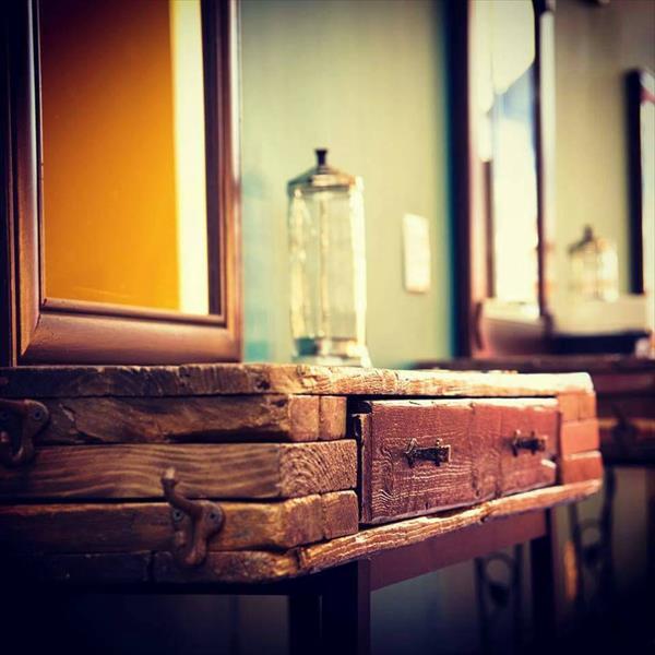 repurposed wooden pallet salon vanity table