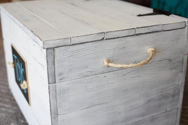 chic white pallet toy box