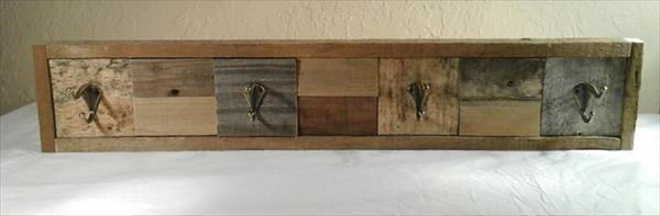 no-cost wooden pallet coat rack