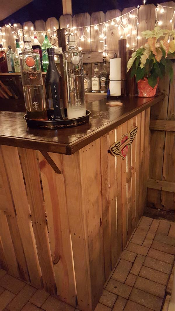 low-cost wooden pallet bar