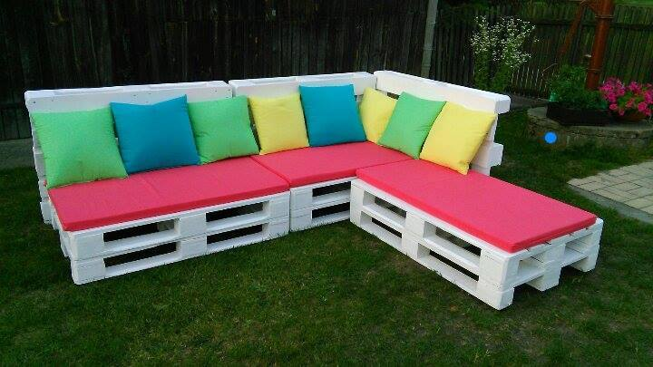 Wooden pallet sectional sofa