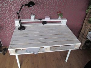 DIY Pallet Desk with Reclaimed Hairpin Legs