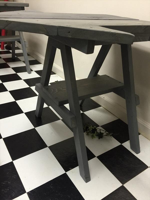 diy pallet arrow shaped side table