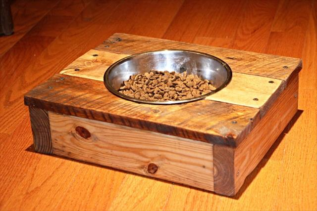 no-cost awesome wooden dog feeder