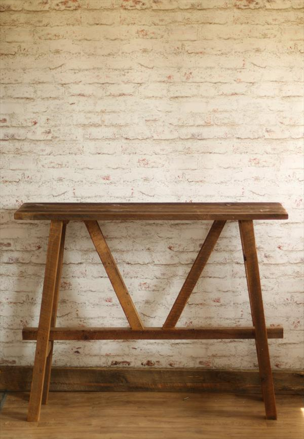 no-cost rustic pallet decorative console