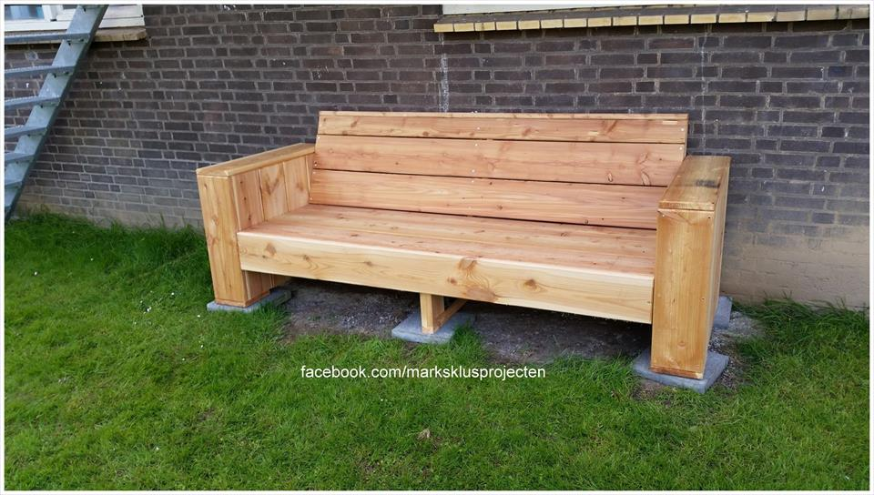 Diy pallet garden bench pallet furniture plans for Diy garden table designs