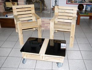 no-cost pallet chair and table set