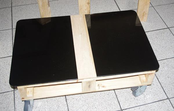 self-installed modern wooden pallet coffee table with glass top