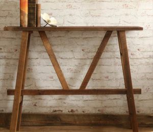 DIY Pallet Console with Artful Design