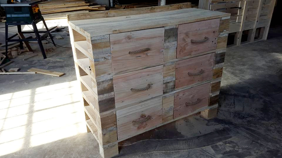 Wooden pallet dresser table