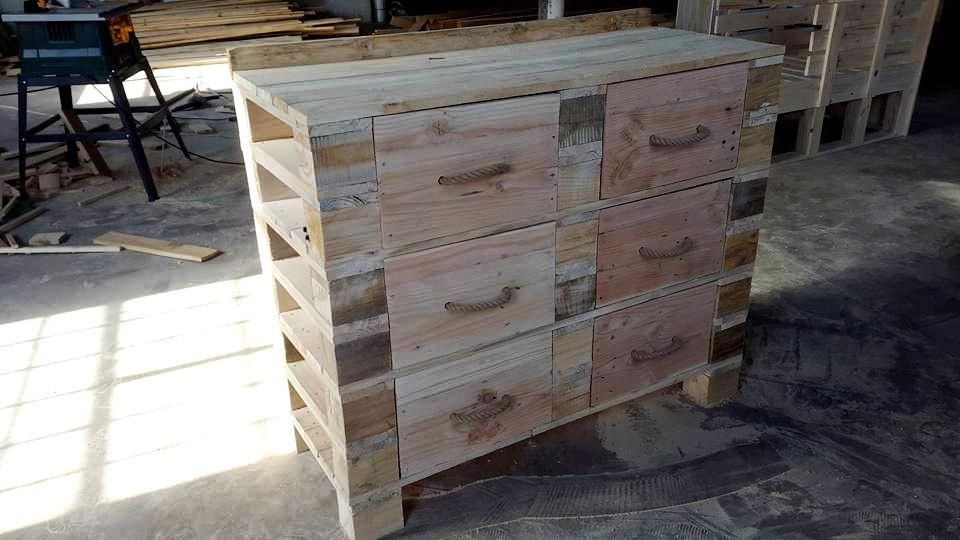 Wooden pallet dresser table
