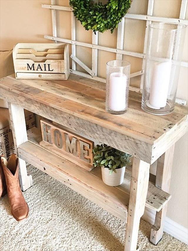 recycled pallet entryway or hallway console