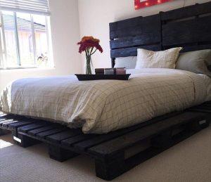 handmade low-cost pallet platform bed