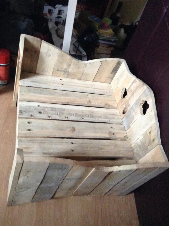 repurposed wooden pallet dog or cat bed