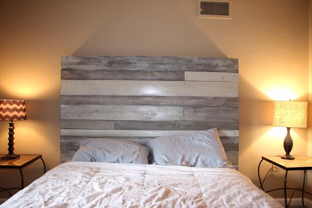 DIY White Grey Pallet Headboard Pallet Furniture Plans : custom pallet white grey headboard from palletfurnitureplans.com size 640 x 427 jpeg 34kB