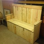 DIY Pallet Wood Settle