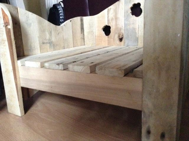 reclaimed wooden pallet dog bed