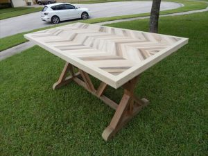 DIY Chevron Pallet Dining table