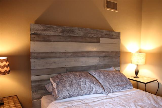 reclaimed rustic pallet white and grey headboard